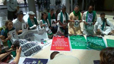 """""""Fuera OMC"""": manifestantes protestaron en la sede de la conferencia ministerial"""